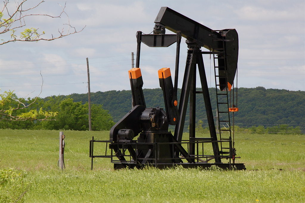 1024px-Pumpjack,_Glenn_Pool_oil_field_OK
