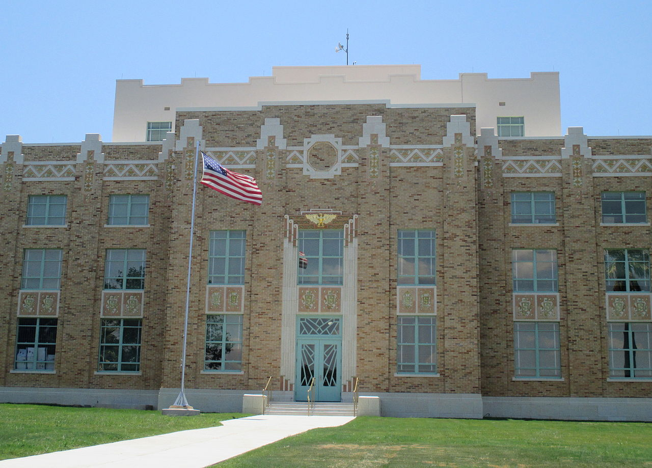 1280px-2013_la_salle_county_tx_courthouse_photo_img_7718_1