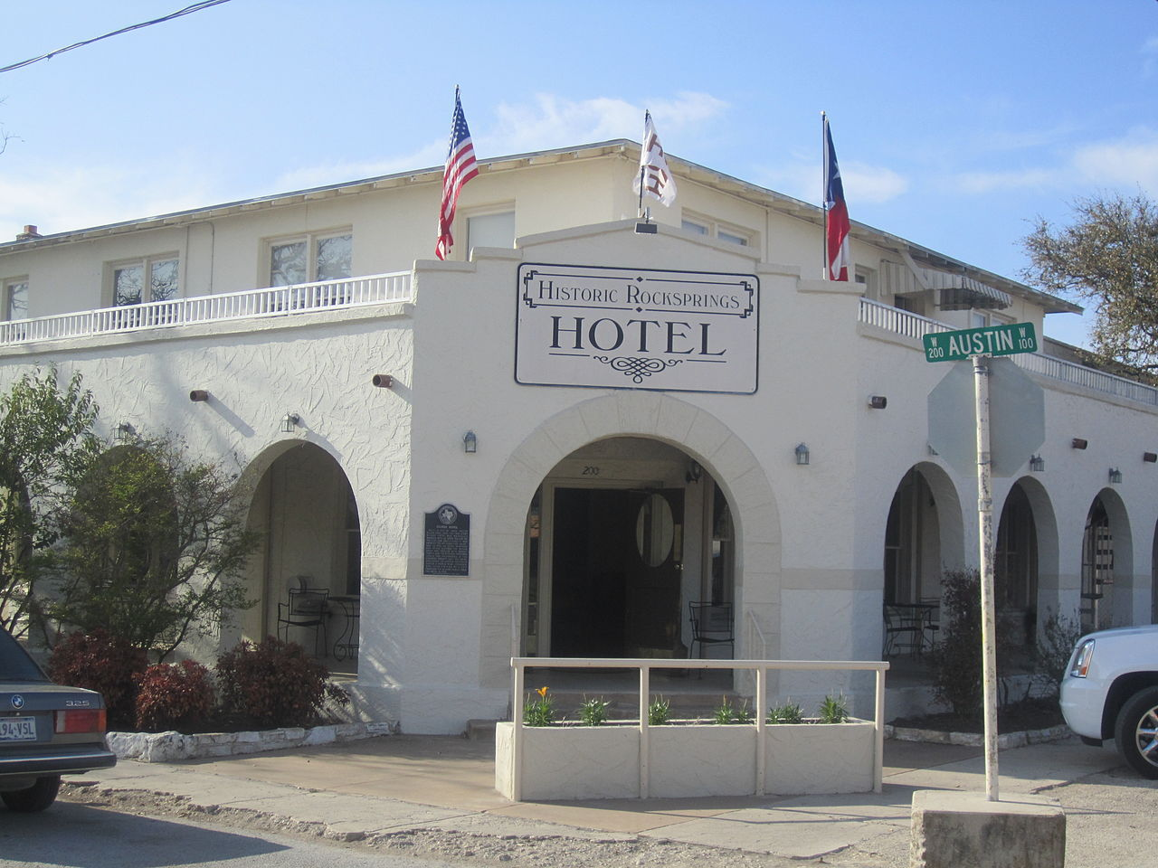 1280px-historic_rocksprings_tx_hotel_img_1349