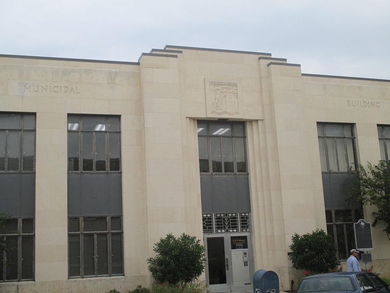 municipal_building_in_seguin_tx_img_8178