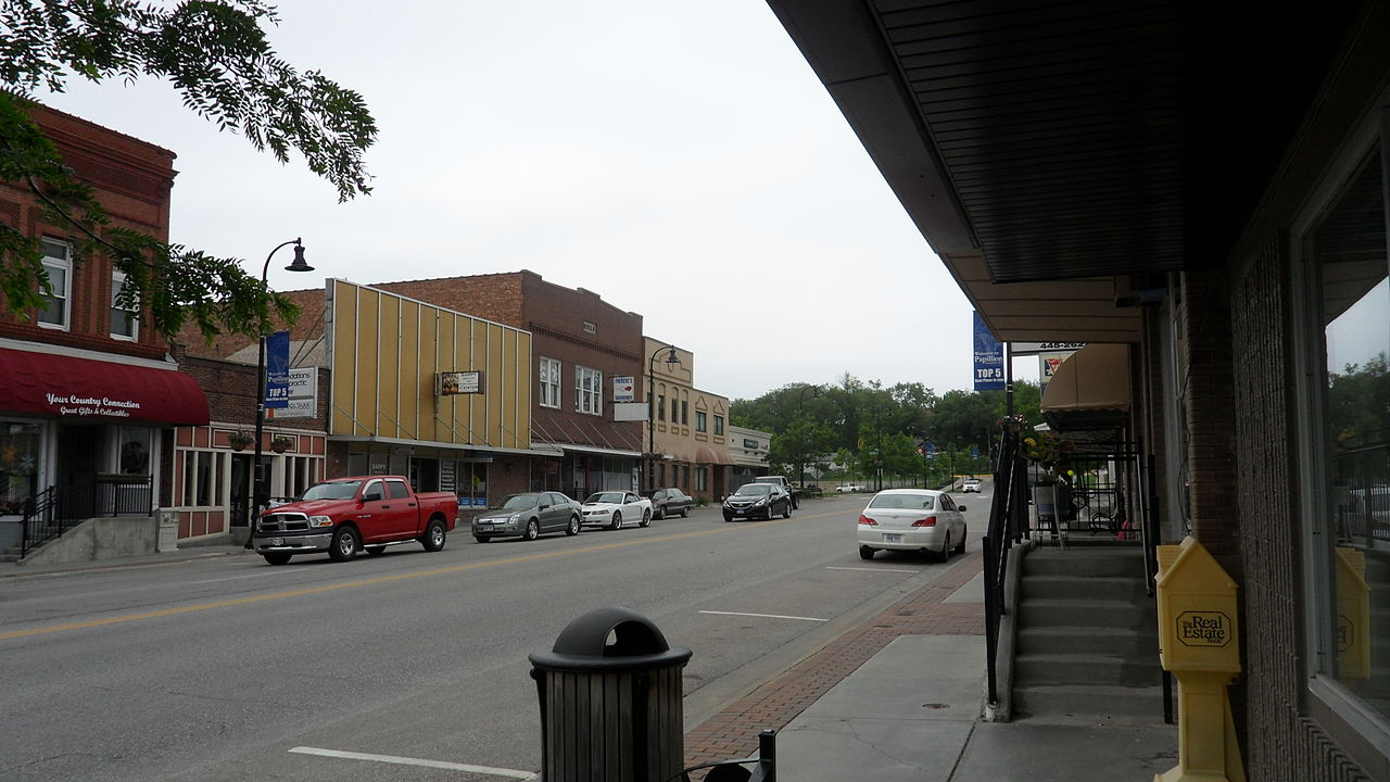 1280px-Downtown_Papillion,_Nebraska