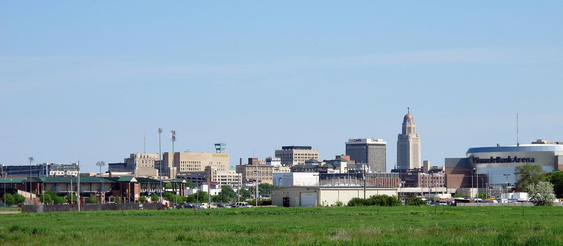 Skyline_of_Downtown_Lincoln,_Nebraska,_USA_(2015)