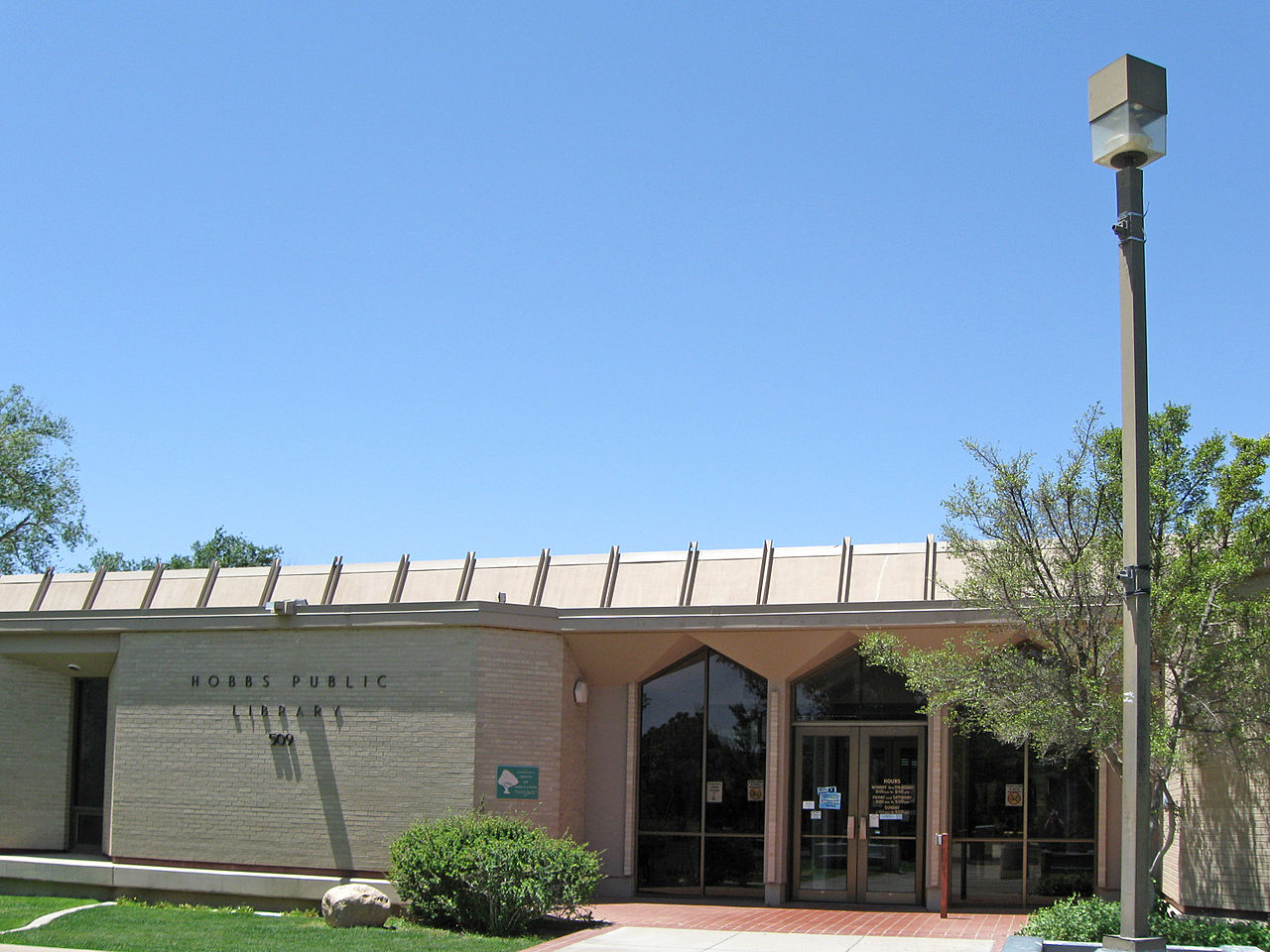 1280px-Hobbs_New_Mexico_Public_Library