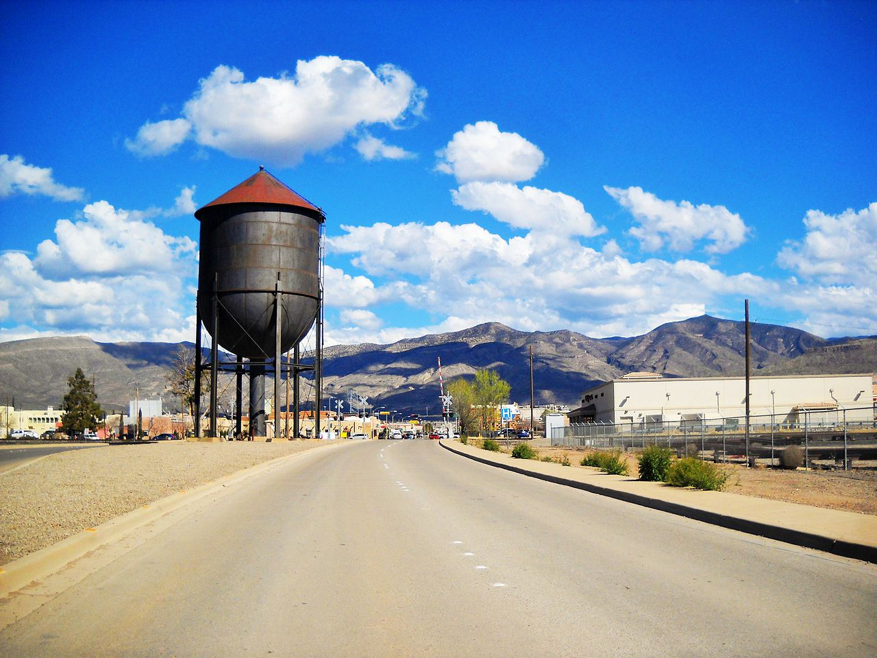 Water_Tower_Tenth_Street