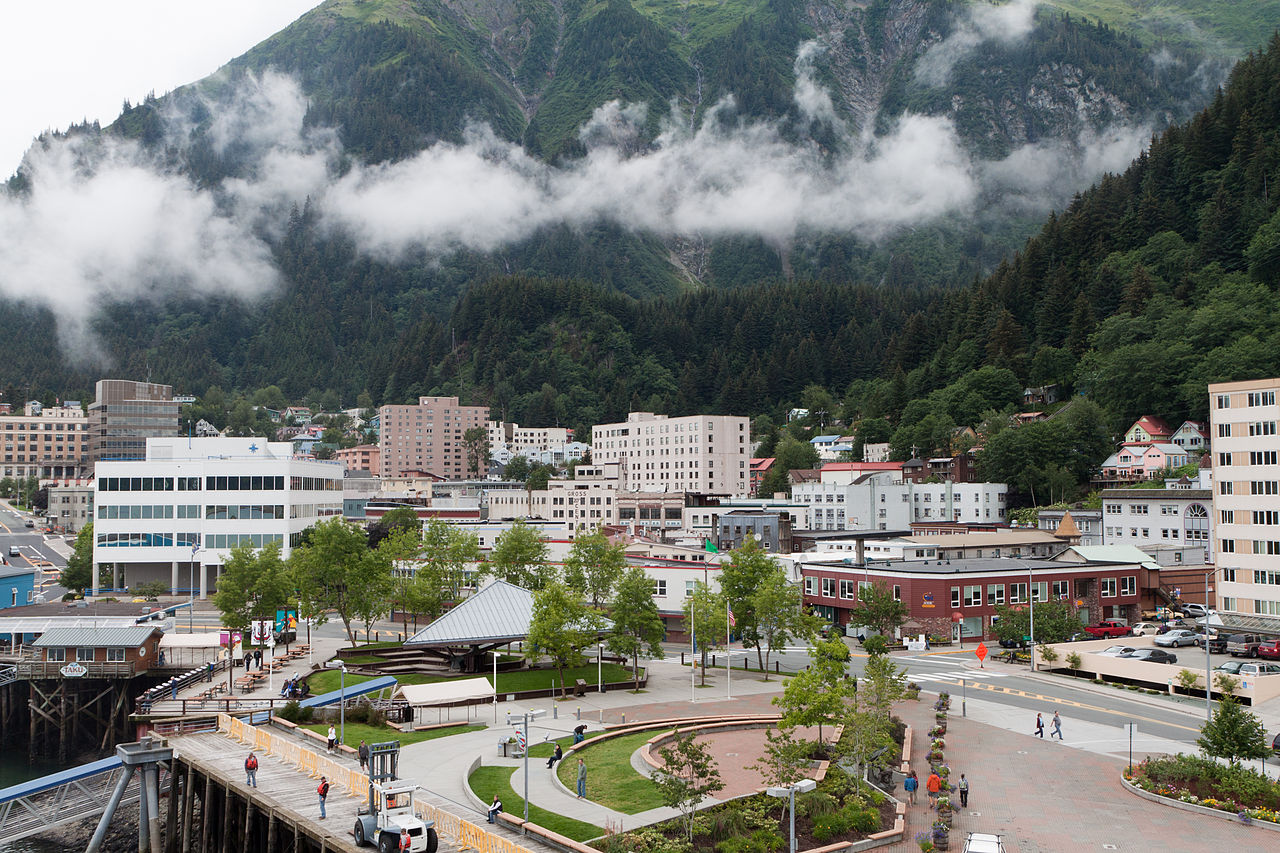 1280px-Downtown_Juneau_with_Mount_Juneau_rising_in_the_background